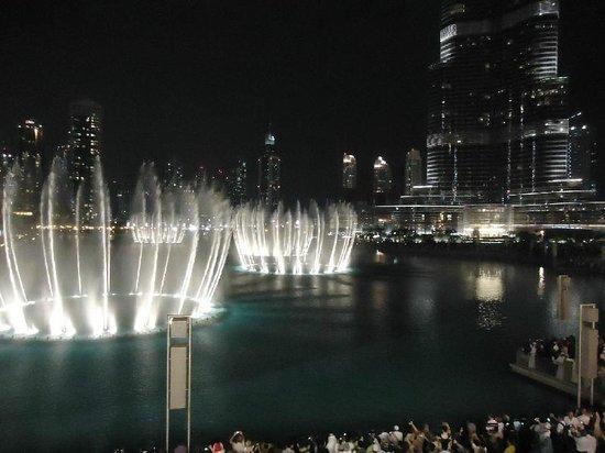 The Dubai Fountain: Dubai fountain.