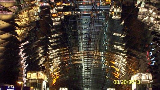 Hilton Garden Inn Frankfurt Airport : Very modern and cool structure