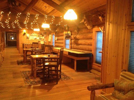Brooks Lake Lodge and Spa: Bar Area