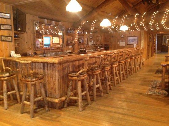 Brooks Lake Lodge and Spa: Bar