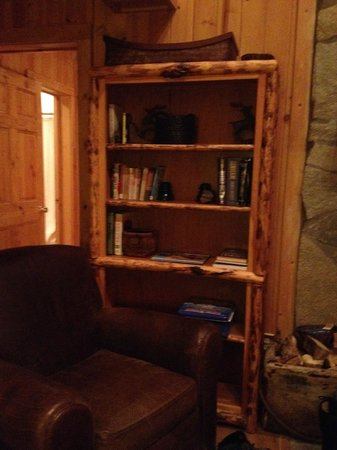 Brooks Lake Lodge and Spa: Books to Read in Cabin