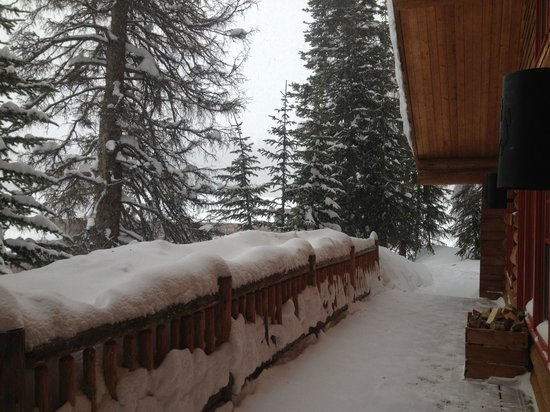 Brooks Lake Lodge and Spa: Porch of Cabin