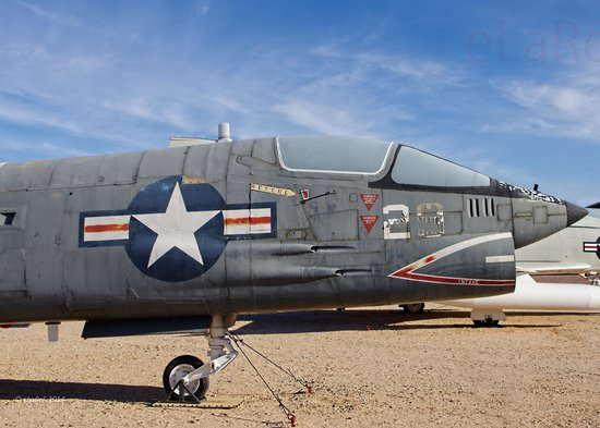 Pima Air & Space Museum : Nose of 144427 Vought DF-8F Crusader
