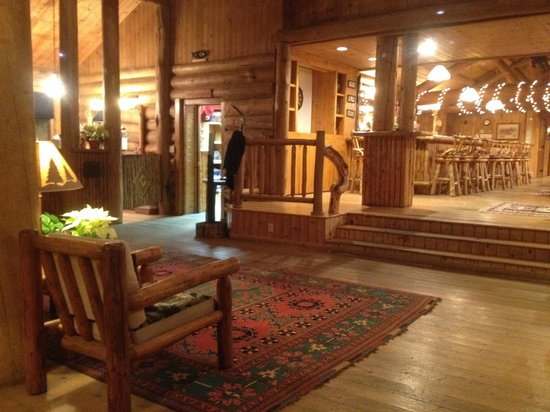 Brooks Lake Lodge and Spa : Lobby Area of Main Building