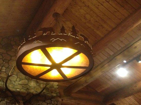 Brooks Lake Lodge and Spa: Decorative Lighting