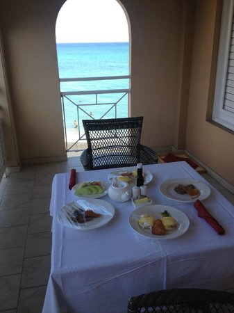 Sandals Inn : breakfast on our balcony