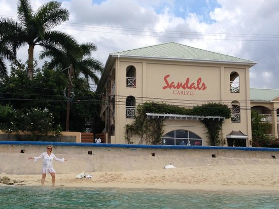 Sandals Inn : Small, yet enjoyable beach