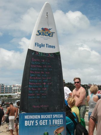 Sunset Bar & Grill: schedule of commercial flights