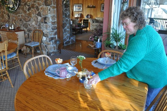 Red Bud Cove Bed and Breakfast Suites: Breakfast