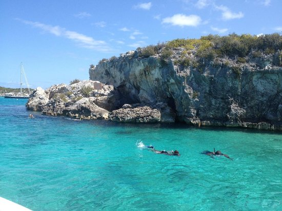 Exuma Water Sports: Friends snorkelling in the Thunder ball Grotto in the Exuma Cays