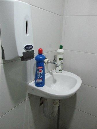 Hercus Hostel Santa Teresa : restroom
