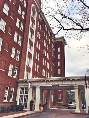 Hampton Inn & Suites Birmingham Downtown - The Tutwiler: Back entrance/valet lot, yes $19/night NOT optional