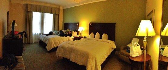 Hampton Inn & Suites Birmingham Downtown - The Tutwiler : Bedroom area