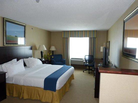 Holiday Inn Express Hotel & Suites Cincinnati: My suite