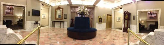 Hampton Inn & Suites Birmingham Downtown - The Tutwiler: Grand hotel lobby