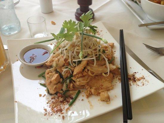 FCC Angkor : Mmmm noodles!
