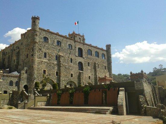Castillo Santa Cecilia Hotel: Jardín del Cid