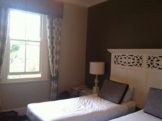 Grand Mercure Basildene Manor: Twin room