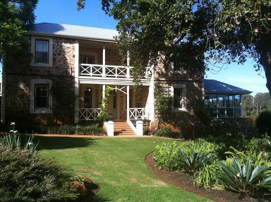"""Grand Mercure Basildene Manor: Beautifully maintained """"the Manor"""""""