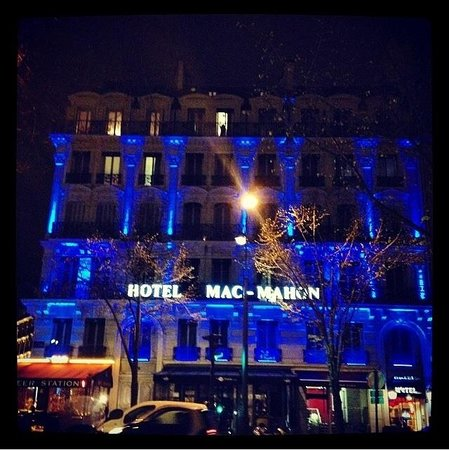 Maison Albar Hotel Paris Champs-Elysées: Night view from Cafe Lateral