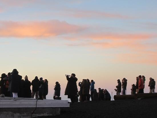 Mauna Kea Summit: lots of people at sunset
