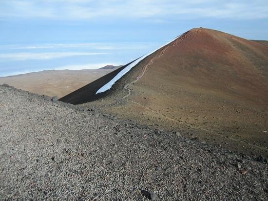 Mauna Kea Summit: Wow, you can hike up this otherwordly hill at the summit!