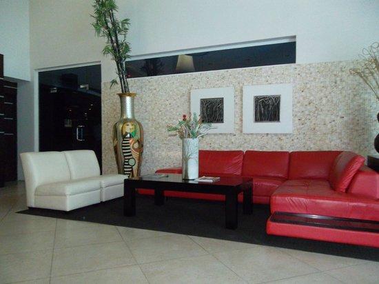 Blue House Hotel & Casino: Lobby Waiting Area