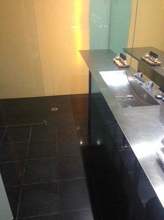 Adelphi Hotel: bathroom