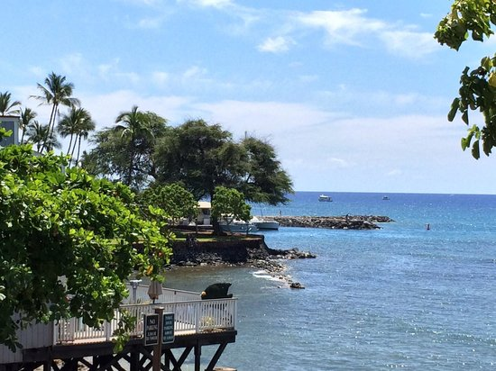 Lahaina Pizza Company : View from our table