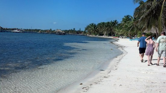 Belizean Shores Resort: View of the beach on our walk