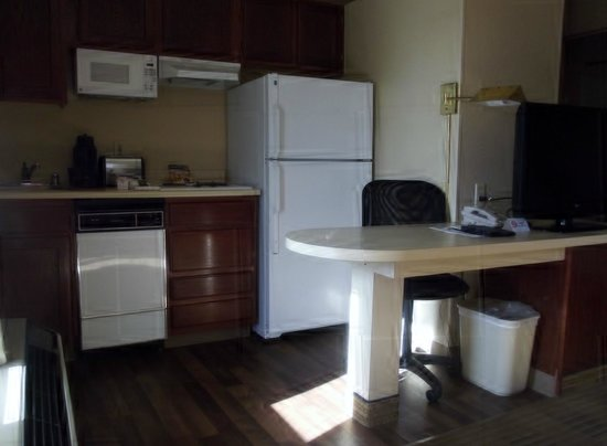 Crossland Phoenix - Metro - Black Canyon Highway: Well equipped kitchen area
