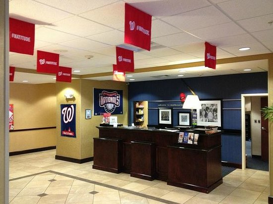 Hampton Inn Melbourne-Viera : Lobby during spring training