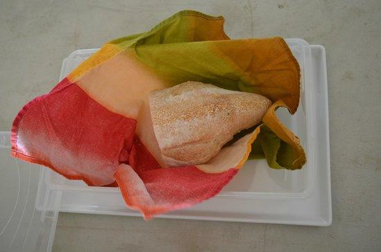 Hix Island House: Fresh Bread in the room