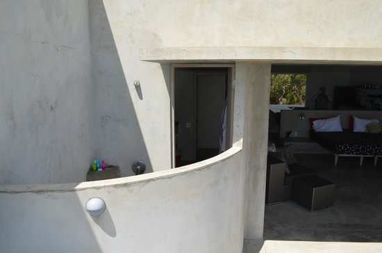 Hix Island House: Solaris 1 Outdoor Shower