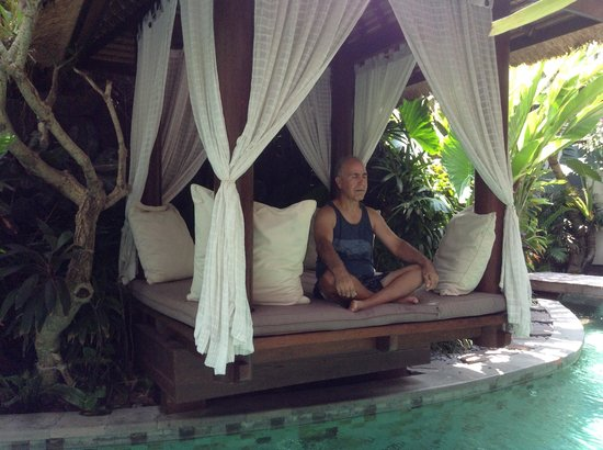 The Dipan Resort Petitenget : I meditate in little room along the swimming pool.