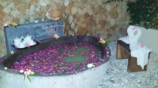 Qunci Villas Hotel: Spicy Bath!