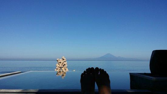 Qunci Villas Hotel: View of Bali's Volcano.