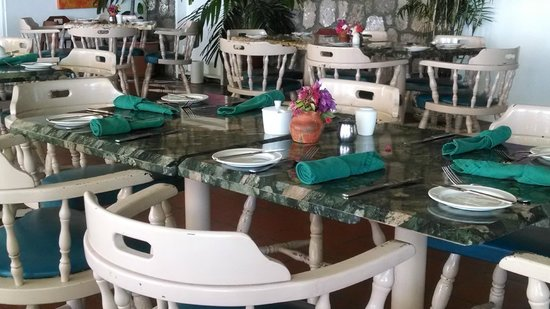 Oualie Beach Restaurant: Oualie Dining Room-Always a Pleasure!