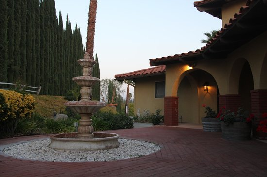The INN at Europa Village: Courtyard