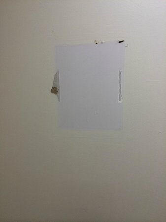 Sacramento Marriott Rancho Cordova: Blank wall that smashed notice came off of