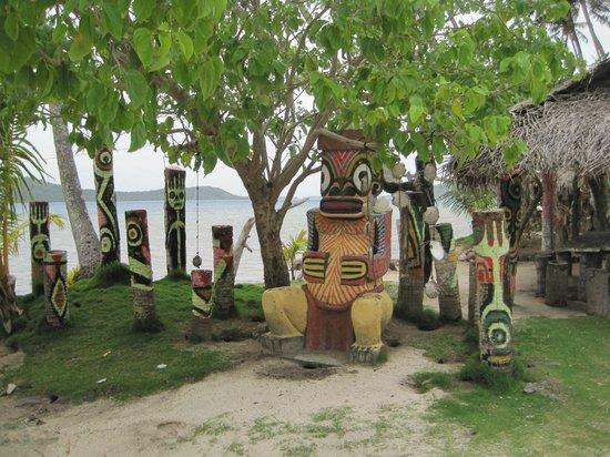 """Tupuna Mountain Safari Bora Bora: At """"The Farm"""" pearl shop along waters edge"""