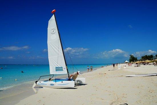 Alexandra Resort: the beach