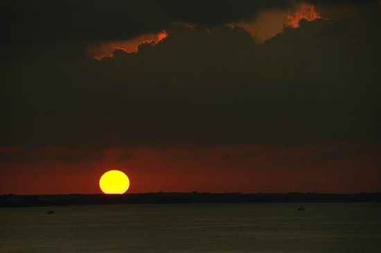 Alexandra Resort: sunset from balcony room 4507