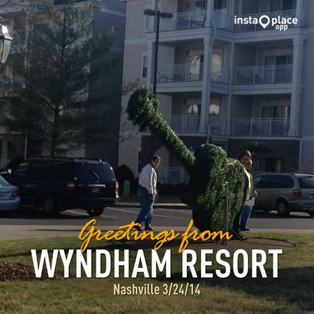 Wyndham Nashville: Outside the check-in