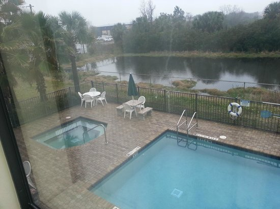Wingate by Wyndham St Augustine: pool view from 2nd floor room
