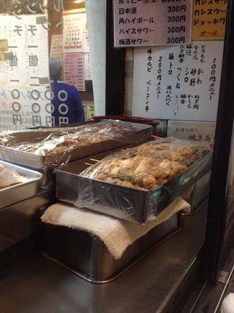 Meat Oyama: 仕込み中の焼鳥