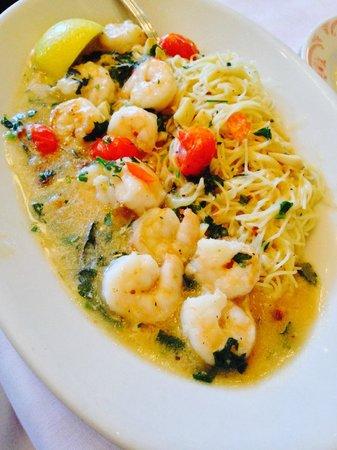 Maggiano's Little Italy: Oleo e alho puro.