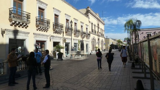Calle Constitucion: Morning