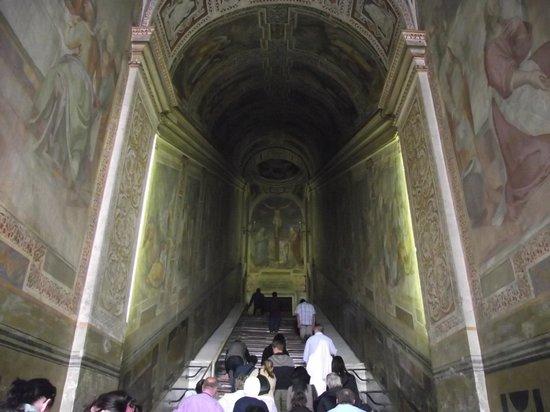 Scala Santa and Chapel of San Lorenzo: Afrescos no interior da Scala Santa