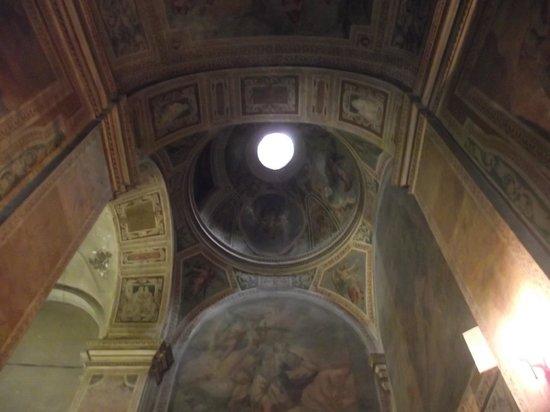Scala Santa and Chapel of San Lorenzo: Teto da basílica onde fica a Escada Santa